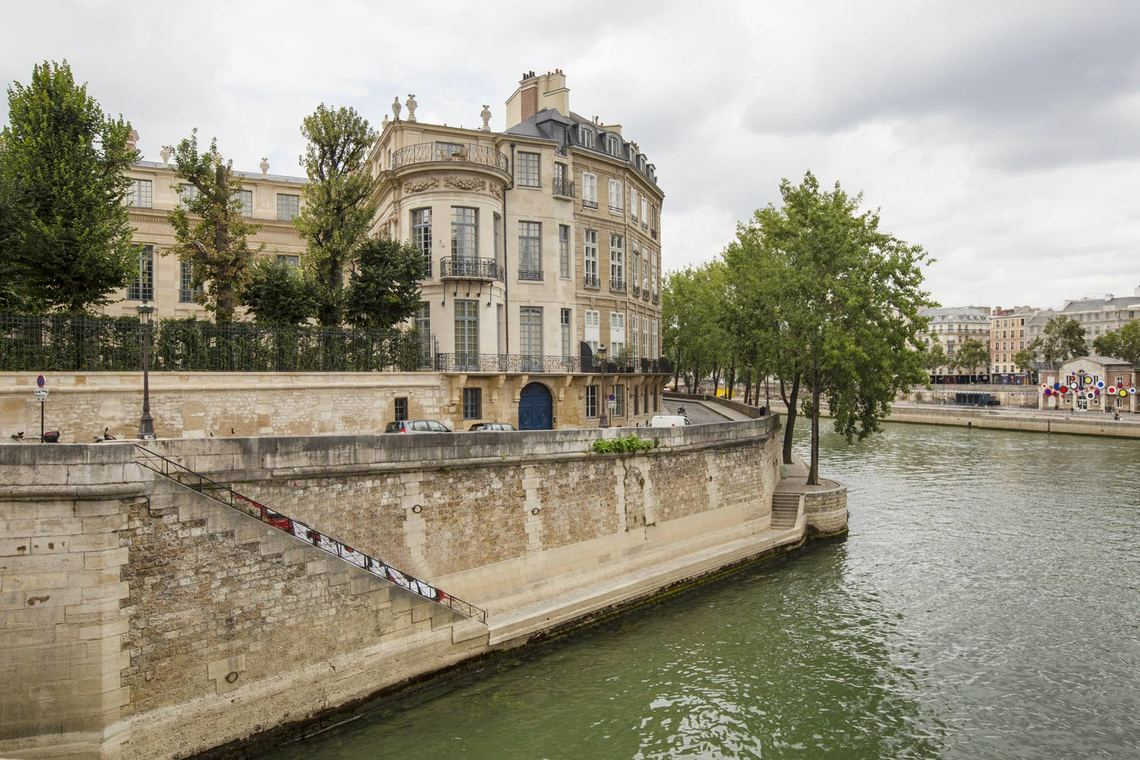 Apartment Paris Boulevard Henri IV 19