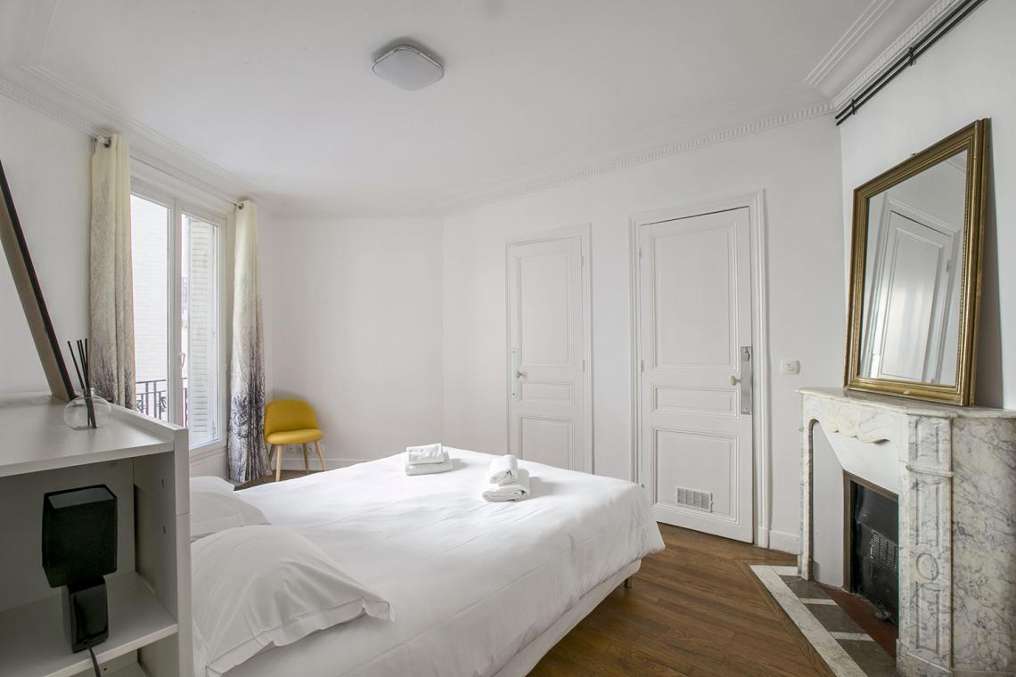Apartment Paris Rue Charles Fourier 10