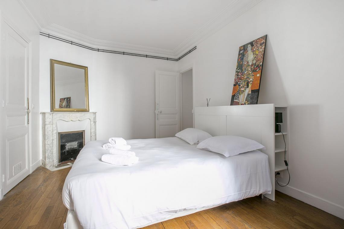 Apartment Paris Rue Charles Fourier 11