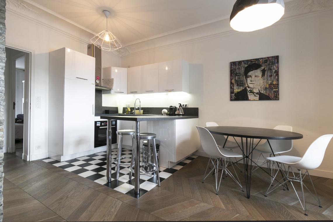 location appartement meubl boulevard henri iv paris ref 17134. Black Bedroom Furniture Sets. Home Design Ideas
