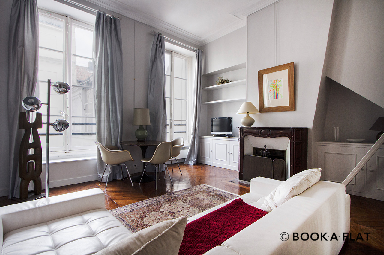 Furnished apartment for rent Paris Quai Voltaire