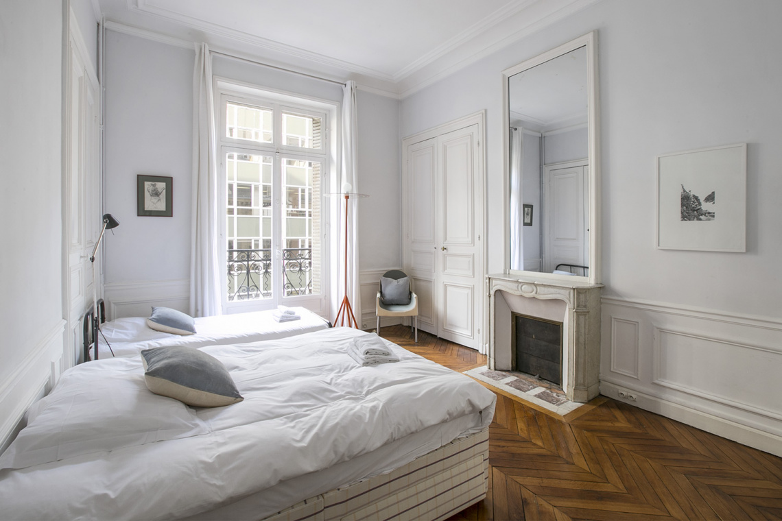 Apartment Paris Rue de la Baume 18