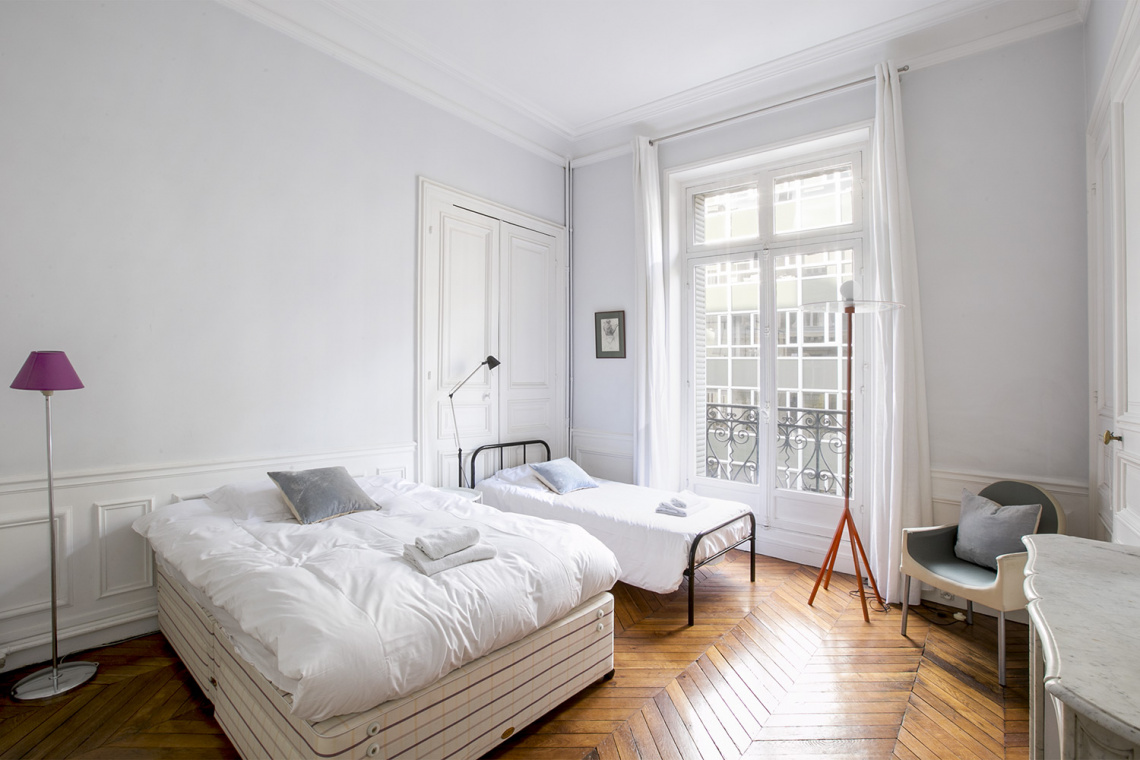 Apartment Paris Rue de la Baume 19