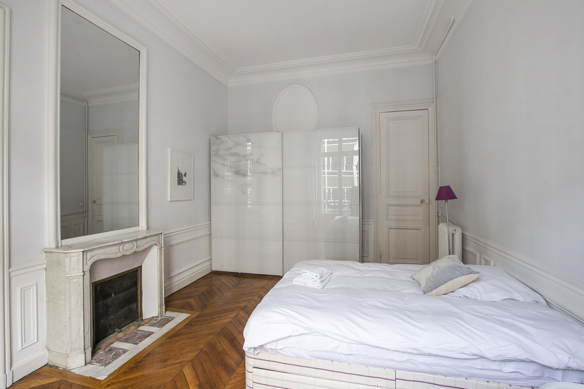Apartment Paris Rue de la Baume 20