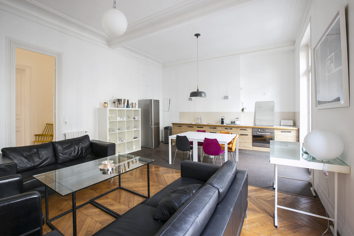 Apartment Paris Rue de la Baume 2