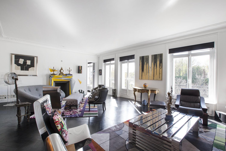 Apartment Paris rue Greuze
