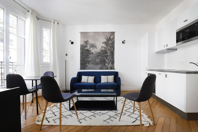 Apartment Paris rue Paul Saunière