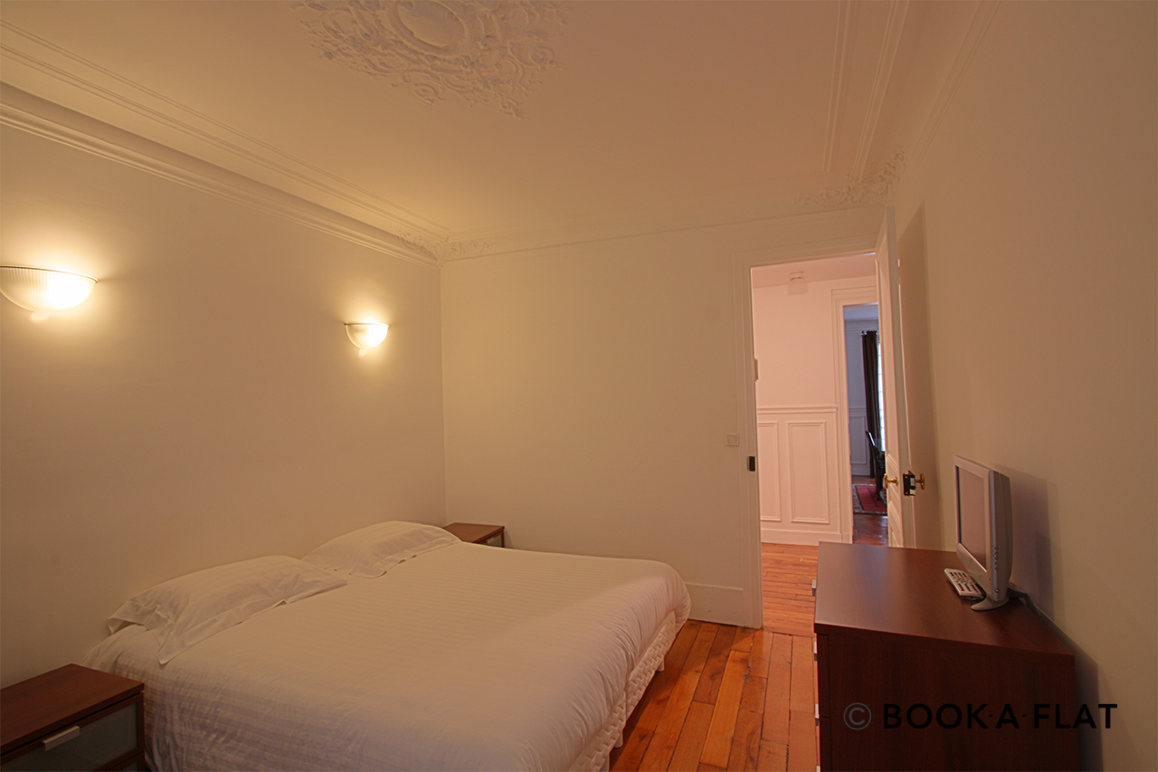 Apartment Paris Rue Barye 7