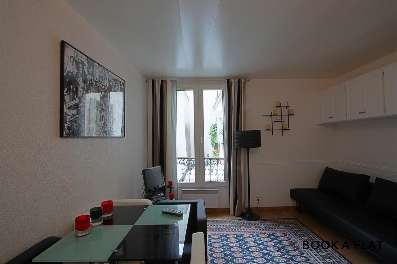 location studio meubl rue saint maur paris ref 1879. Black Bedroom Furniture Sets. Home Design Ideas