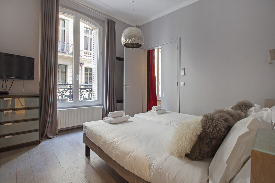 location appartement meubl rue d 39 anjou paris ref 1951. Black Bedroom Furniture Sets. Home Design Ideas