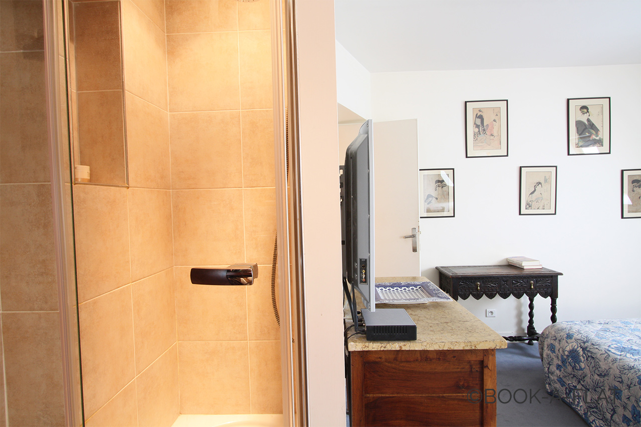 location appartement meubl rue du commandant rivi re paris ref 2003. Black Bedroom Furniture Sets. Home Design Ideas