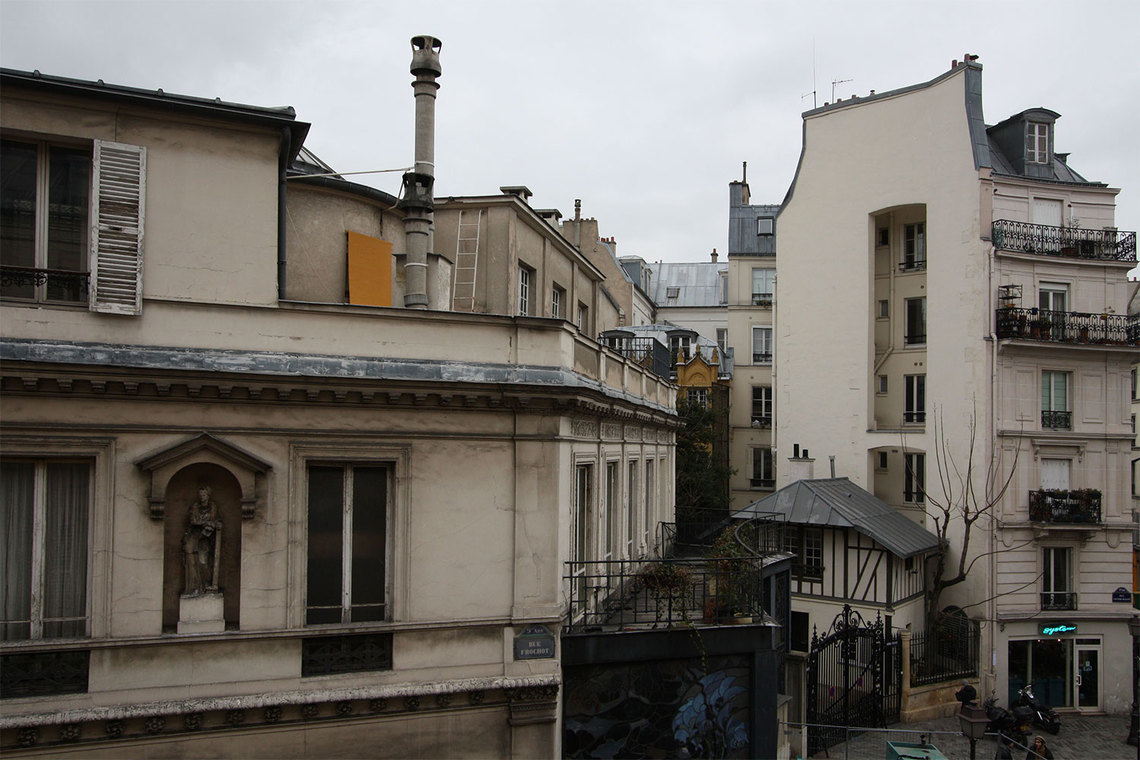 Apartment Paris Rue Frochot 11