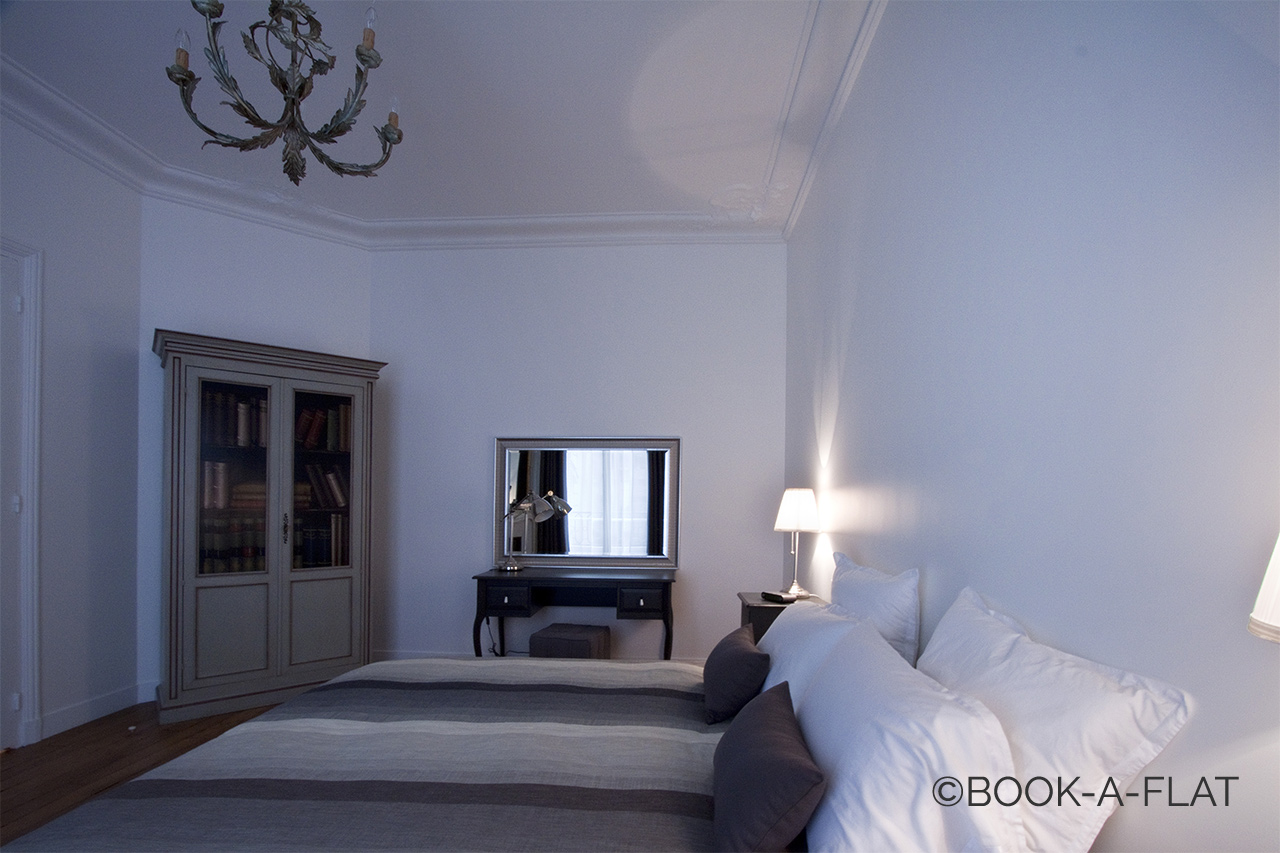 Apartment Paris Rue Pierre Demours 9