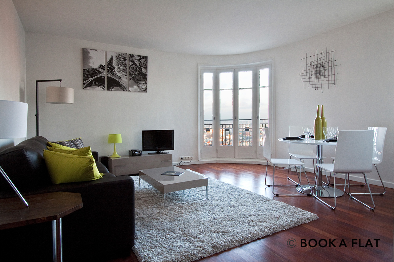 Location appartement meubl rue ravignan paris ref 3995 for Location appartement atypique paris