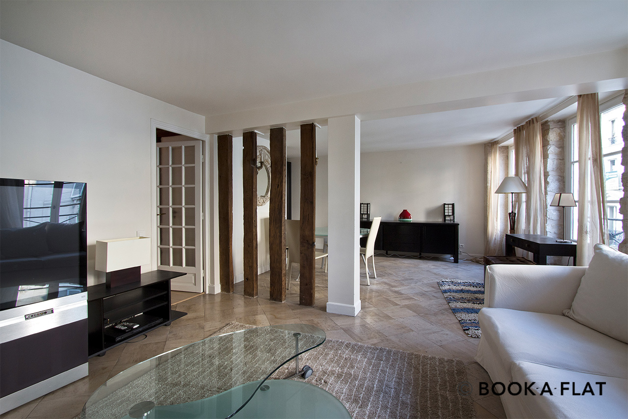 Location appartement meubl rue d 39 artois paris ref 4428 for Location appartement atypique paris