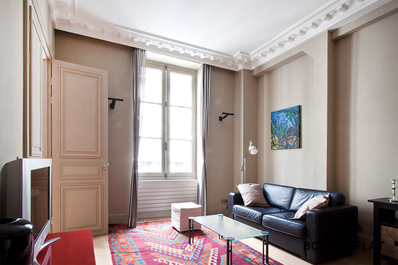 Paris Rue des Saussaies Apartment for rent