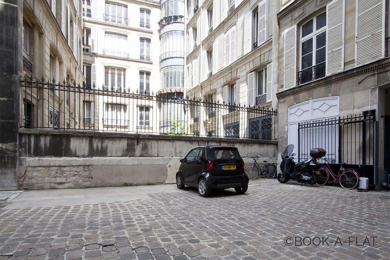 studio for rent rue des saints p res paris ref 4661. Black Bedroom Furniture Sets. Home Design Ideas