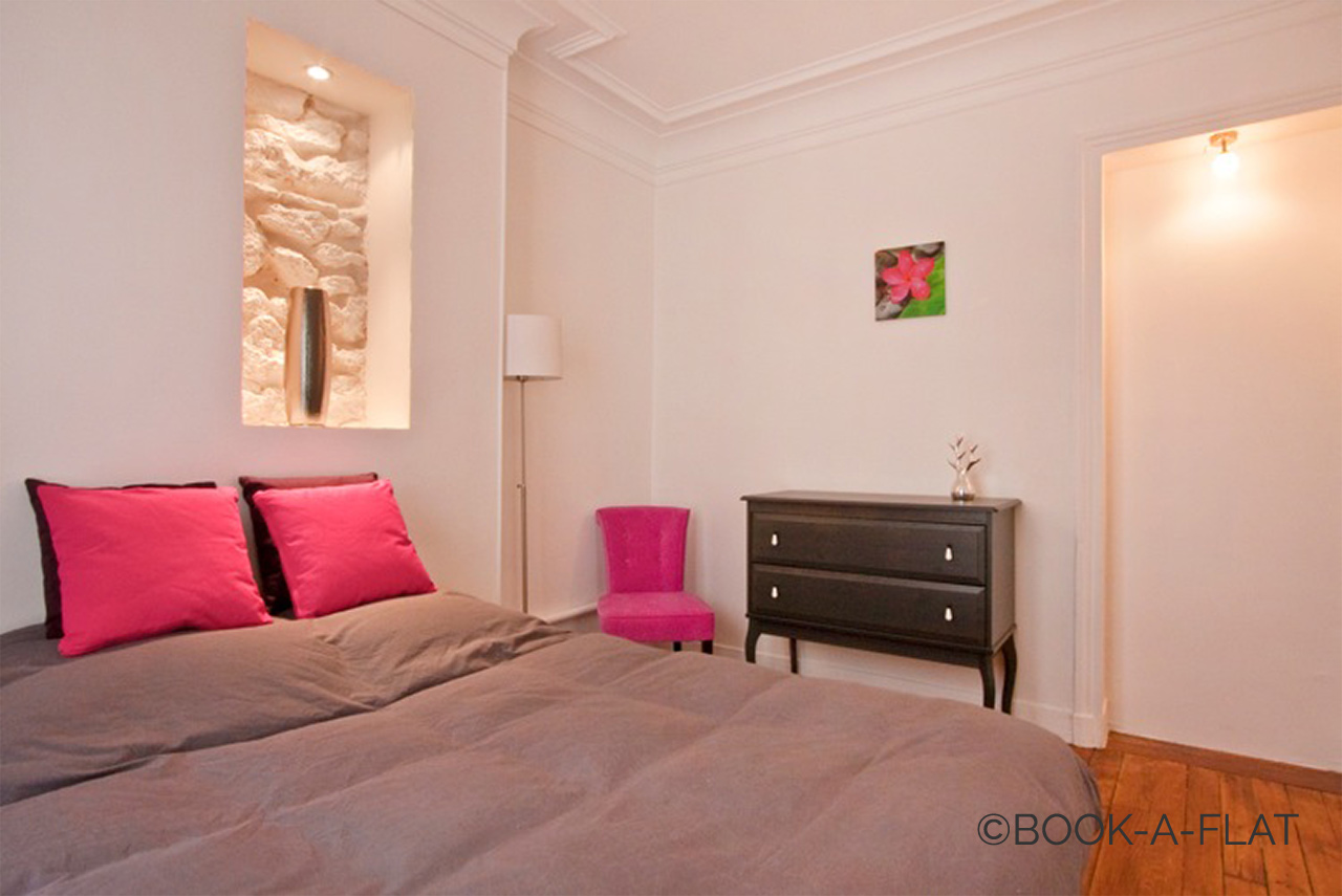 Apartment Paris Simart 9