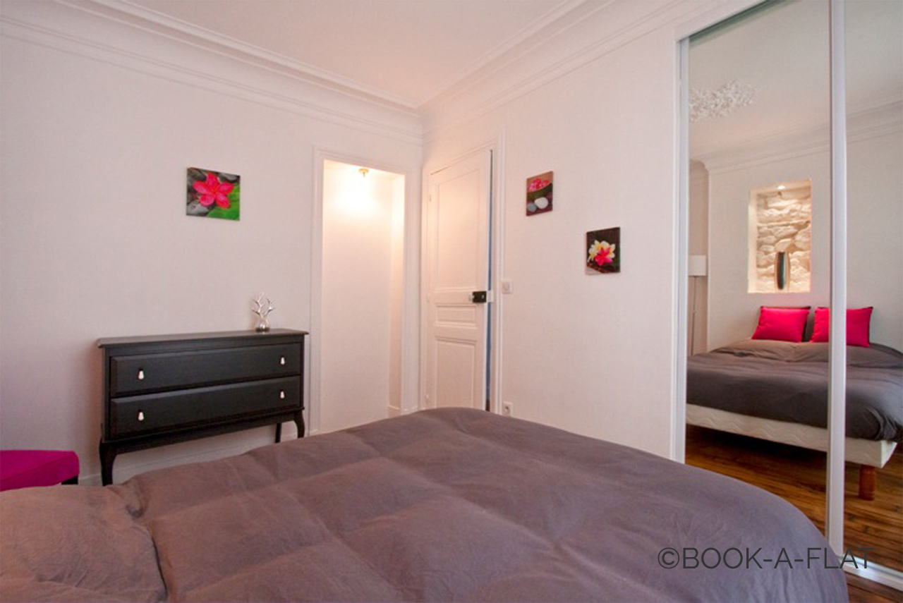 Apartment Paris Simart 10
