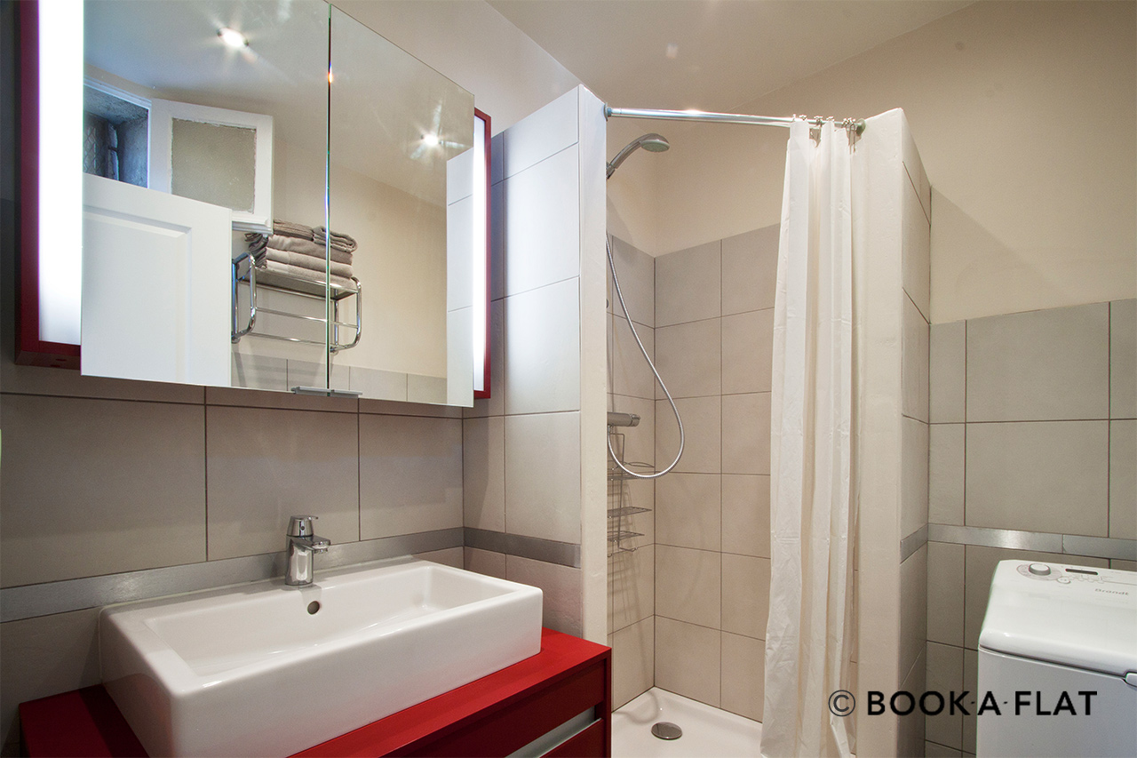 Apartment Paris Rue Yvart 9