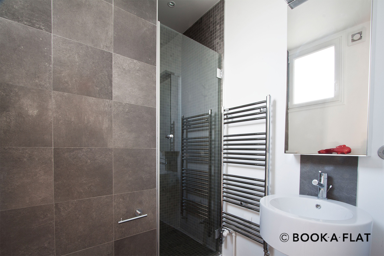 location appartement meubl rue de la n va paris ref 4965. Black Bedroom Furniture Sets. Home Design Ideas