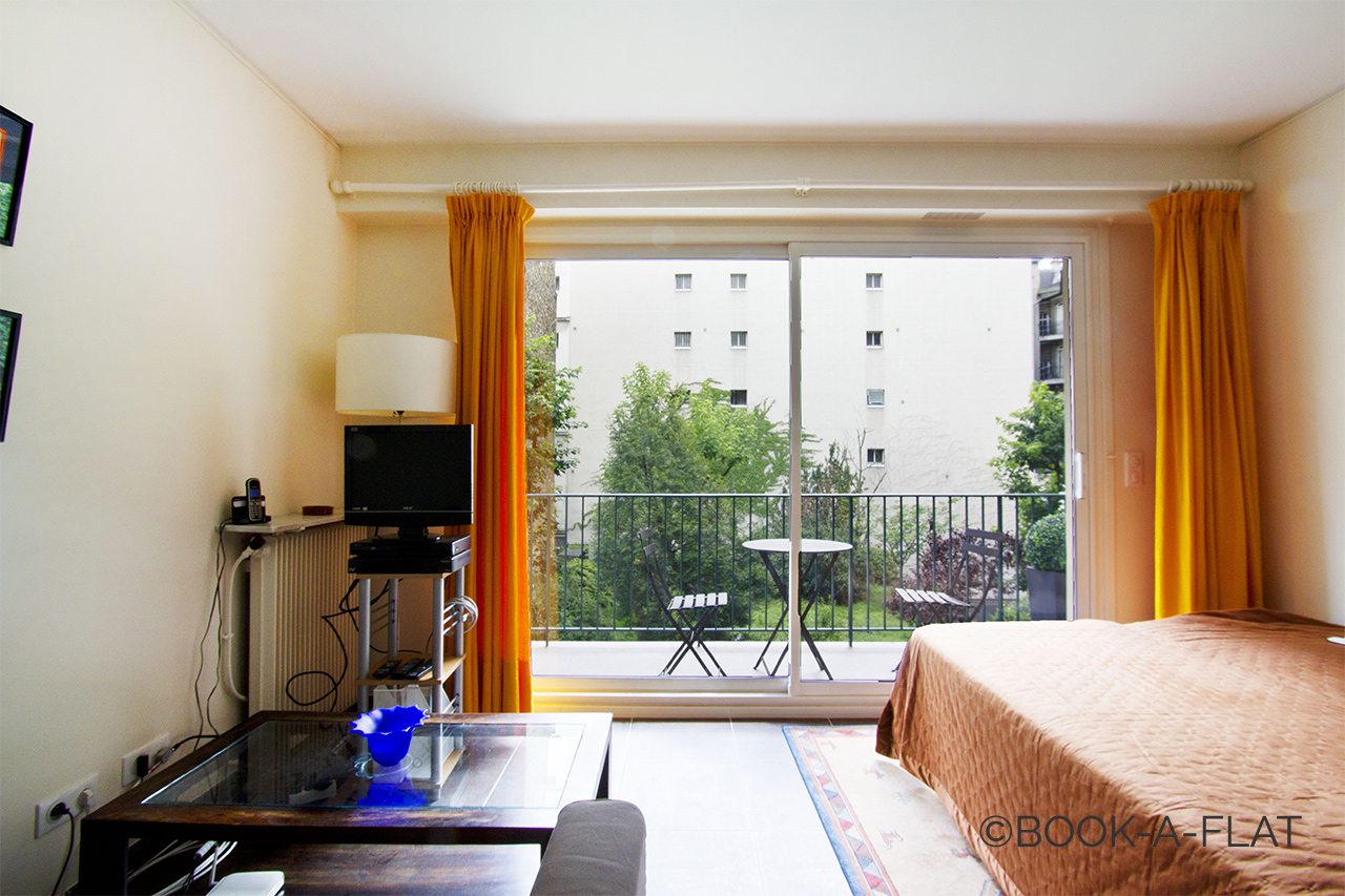 Paris Rue de Longchamp Apartment for rent