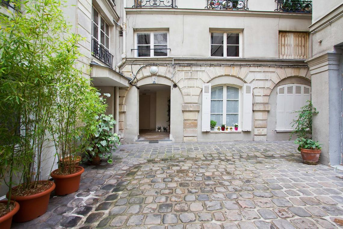Apartment Paris Rue Pecquay 12