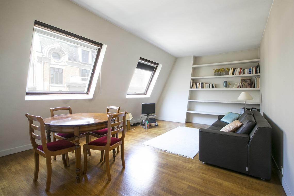 Location studio meubl rue la bo tie paris ref 5941 for Location studio meuble paris
