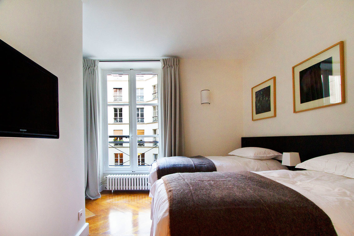 Apartment Paris Rue Corneille 8