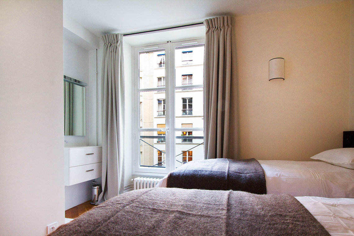 Apartment Paris Rue Corneille 10