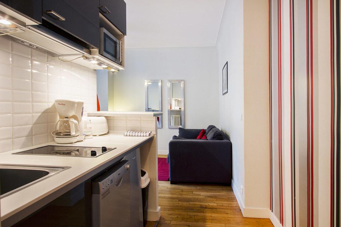 location appartement meubl avenue de versailles paris ref 6179. Black Bedroom Furniture Sets. Home Design Ideas