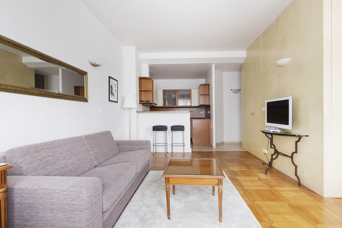 Apartment Paris Avenue Montaigne 4