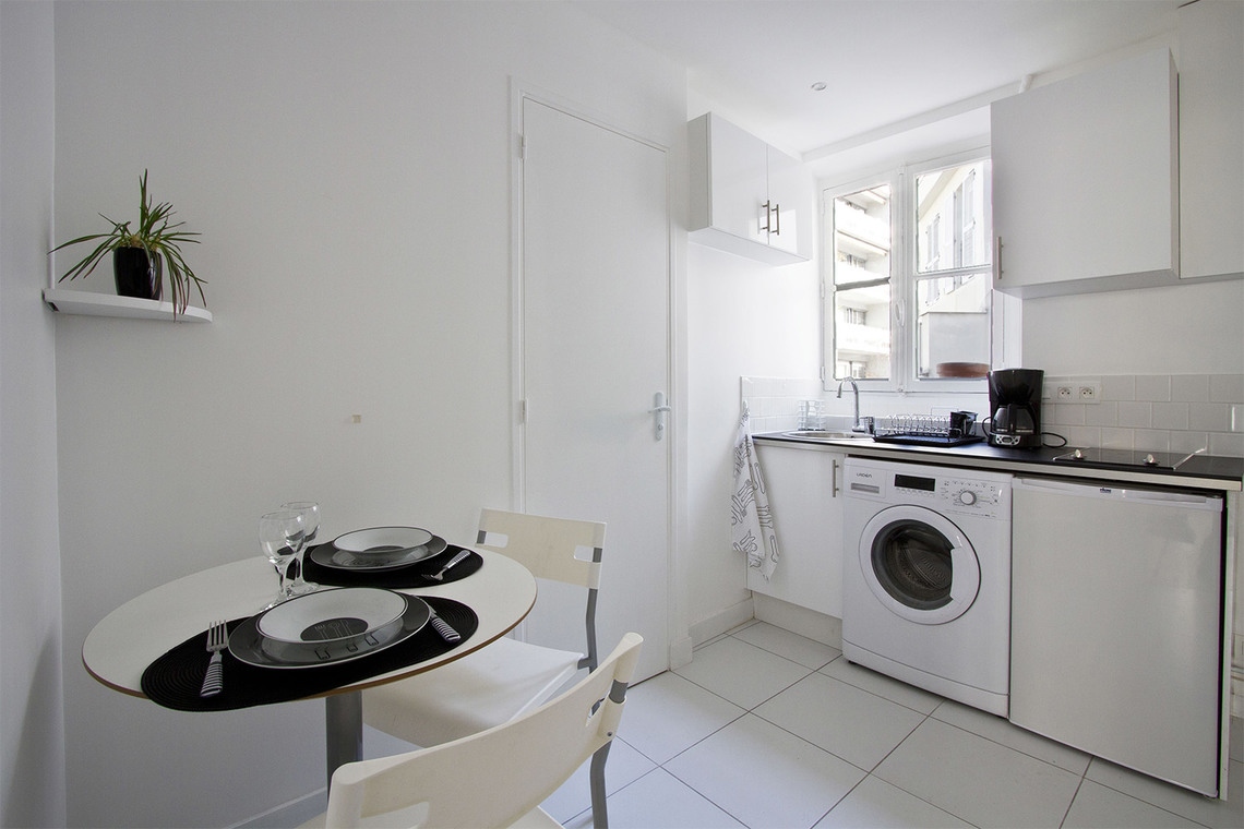 Apartment Paris Rue d'Avron 5