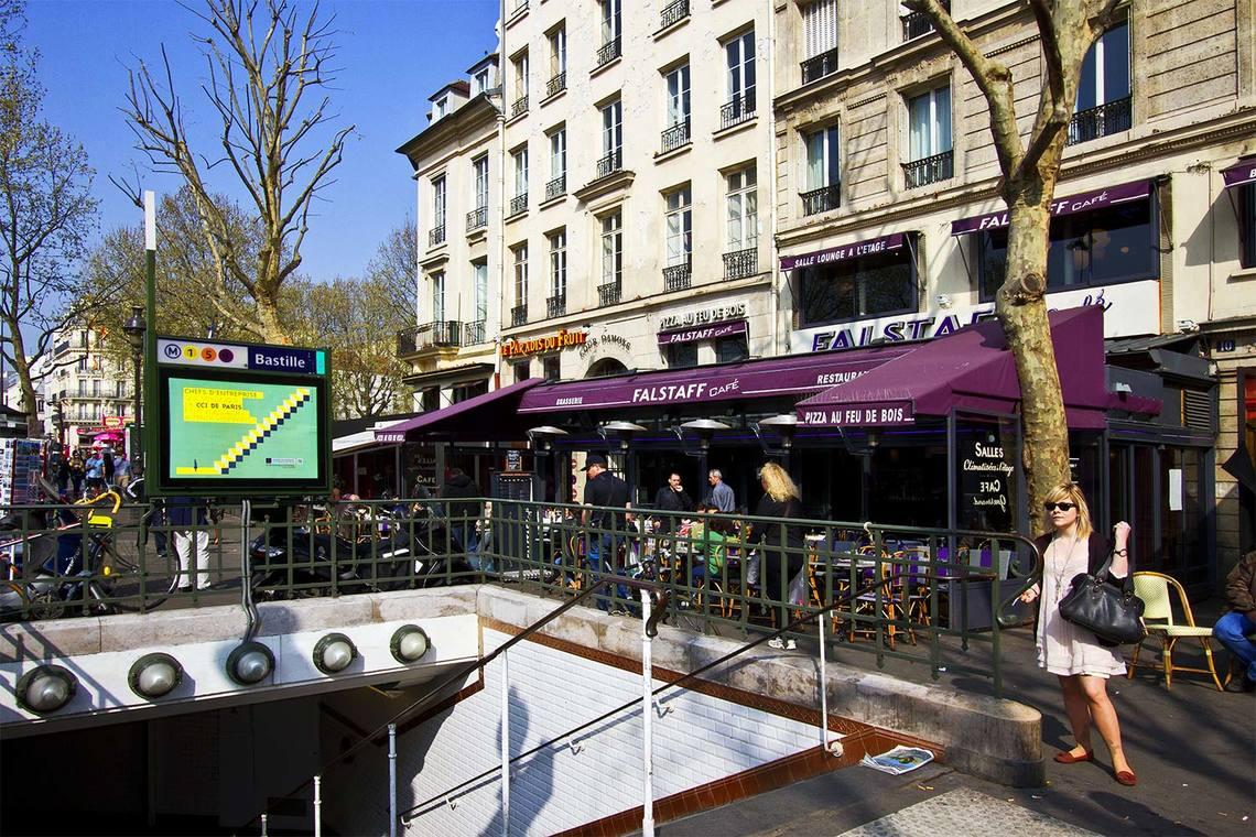 studio for rent rue de la roquette paris ref 7051. Black Bedroom Furniture Sets. Home Design Ideas
