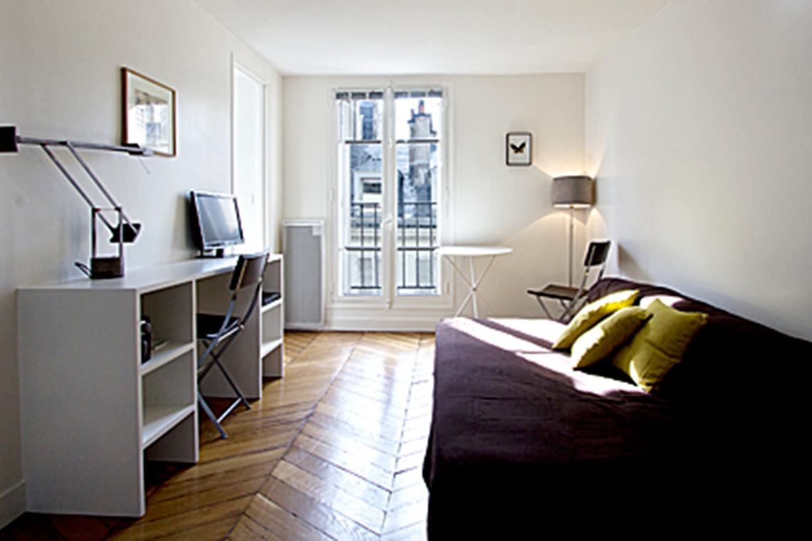 Location studio meubl rue saint georges paris ref 7257 for Location appartement non meuble paris