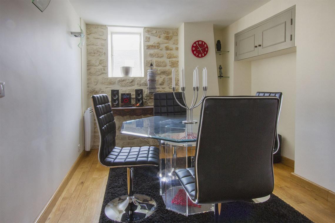 Location appartement meubl rue gomboust paris ref 7419 for Salle a manger paris