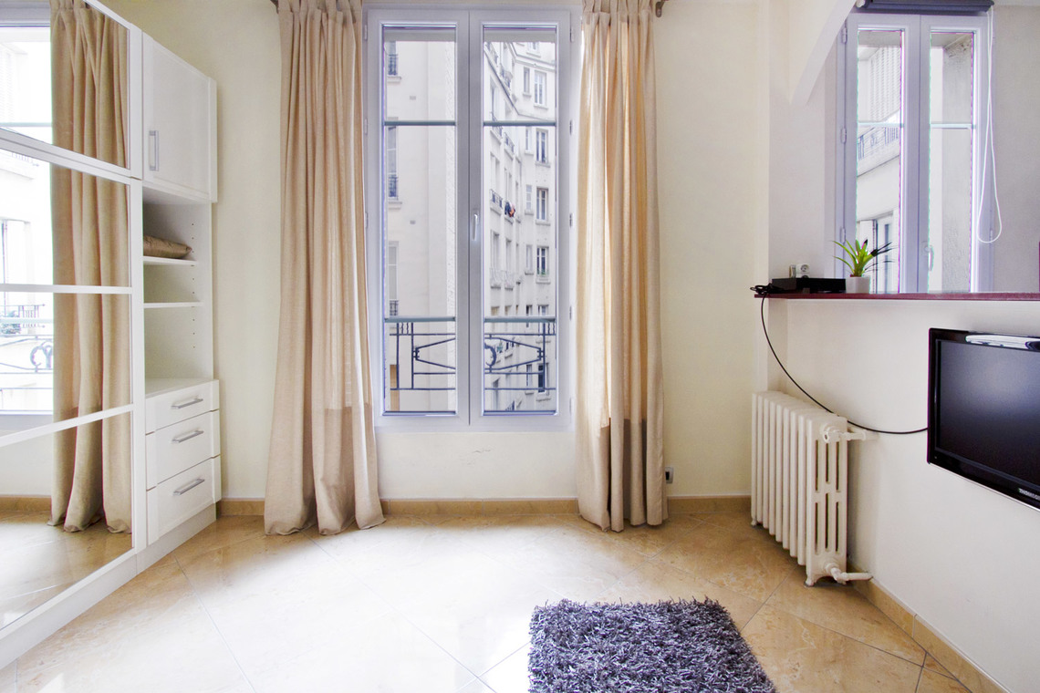 Apartment Paris Rue Belliard 3