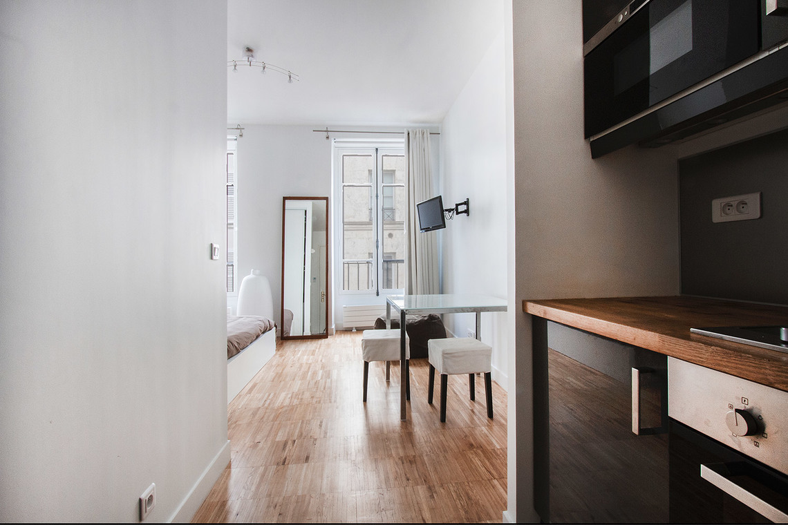 Location studio meubl rue godot de mauroy paris ref 7492 for Location appartement non meuble paris