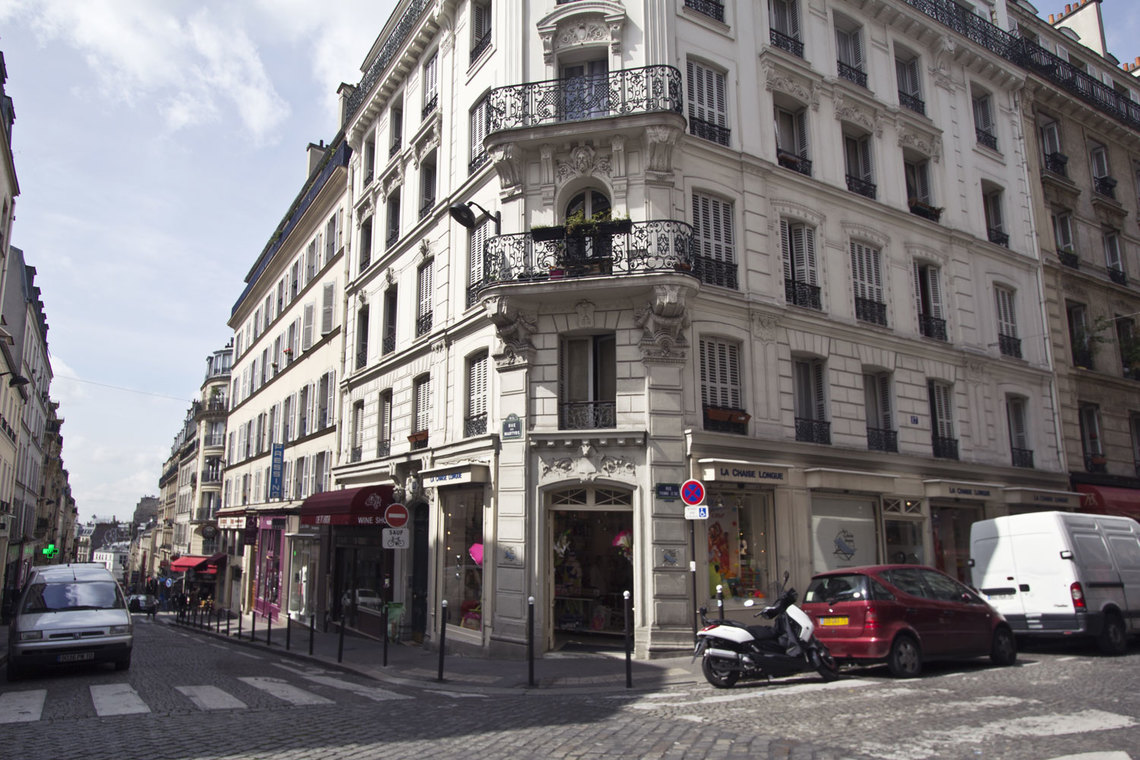 Apartment Paris Rue des Martyrs 9