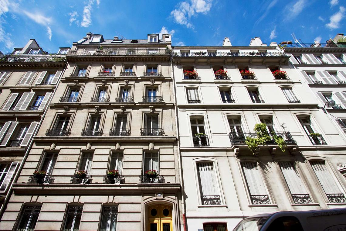 Apartment Paris Rue Mansart 9
