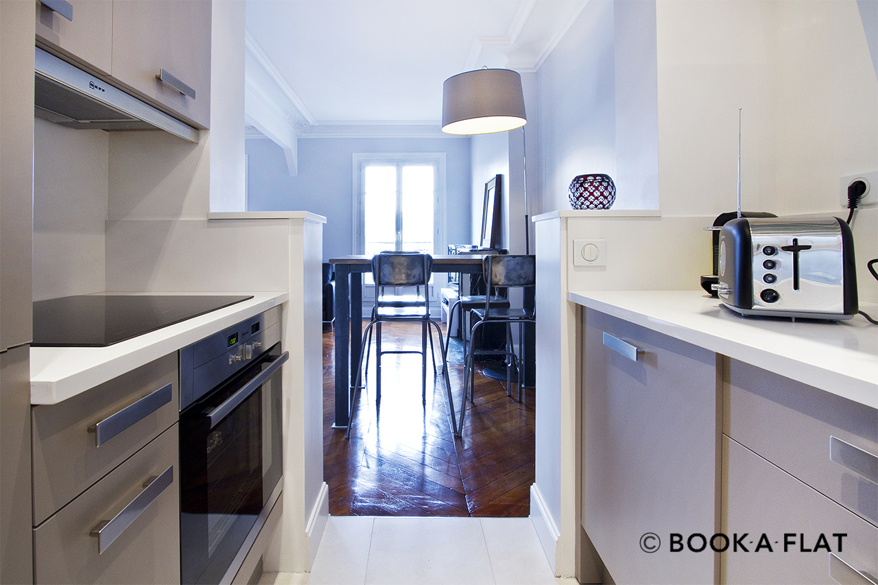 Appartement Paris Place Gambetta 7