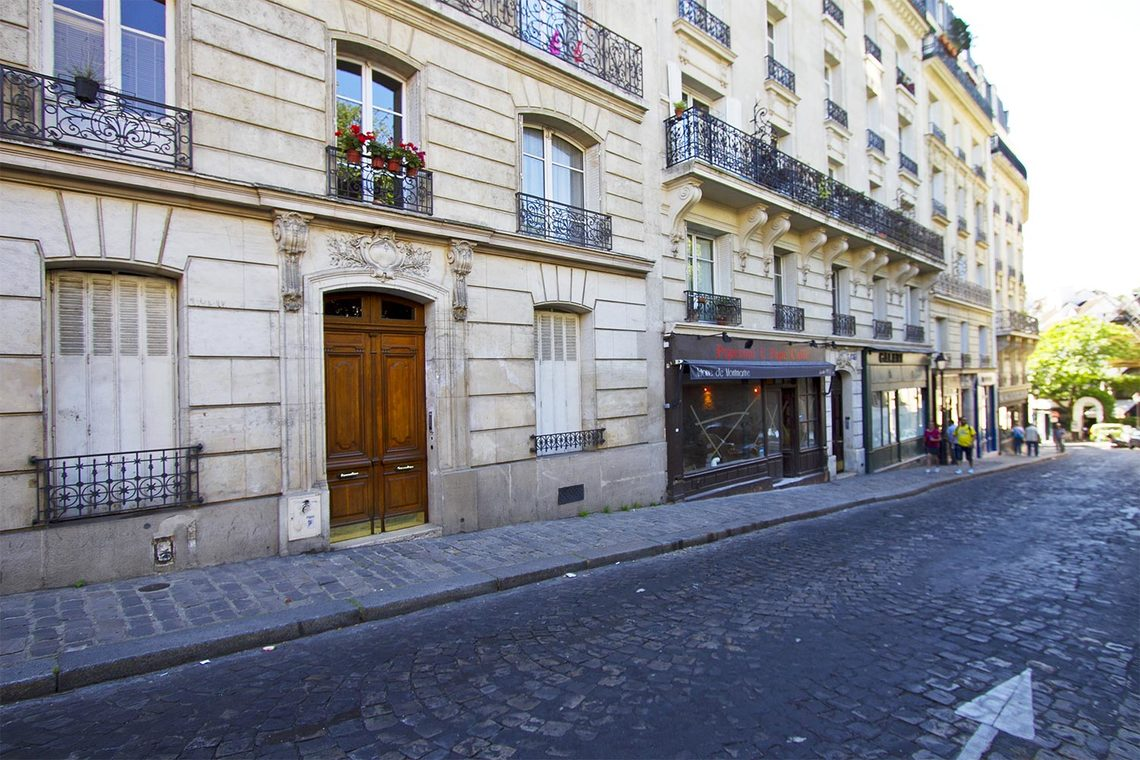 Квартира Paris Rue Lepic 9