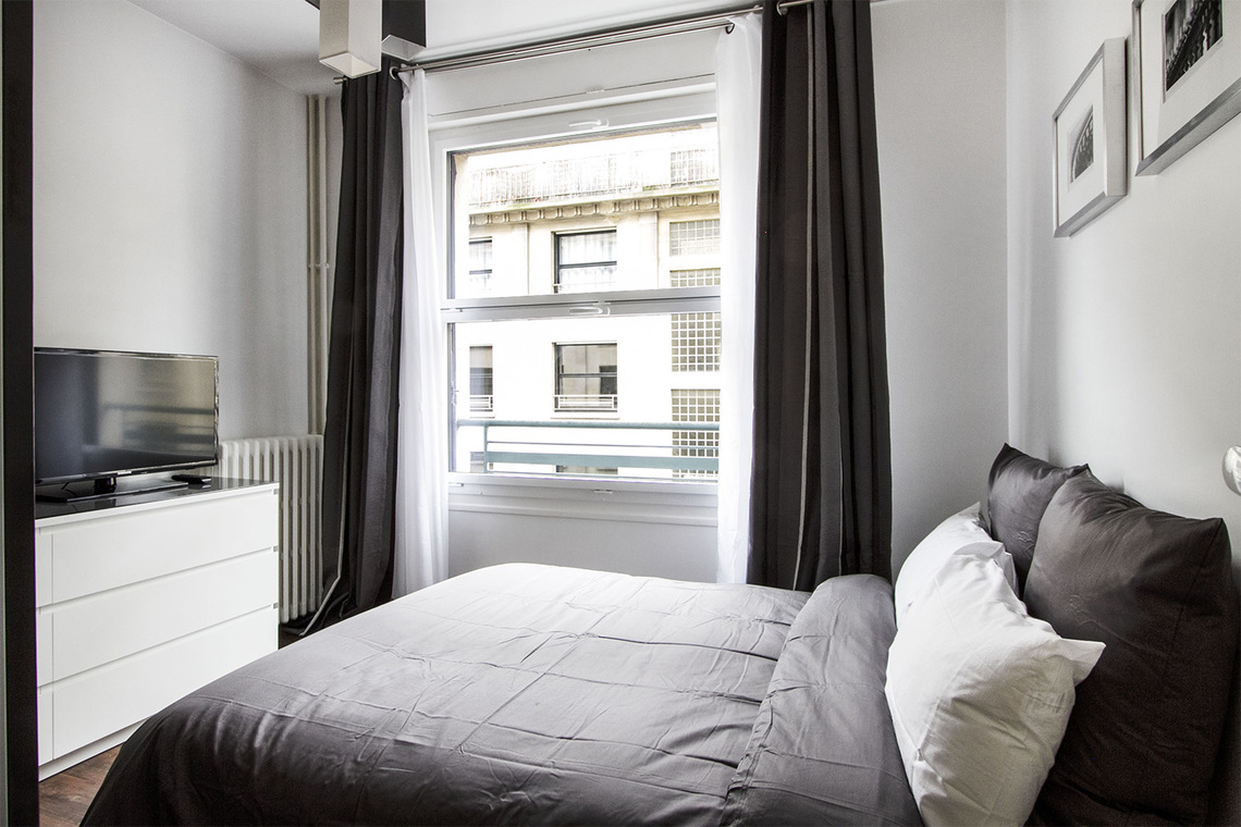 Apartment Paris Rue Joseph Sansboeuf (3T) 9