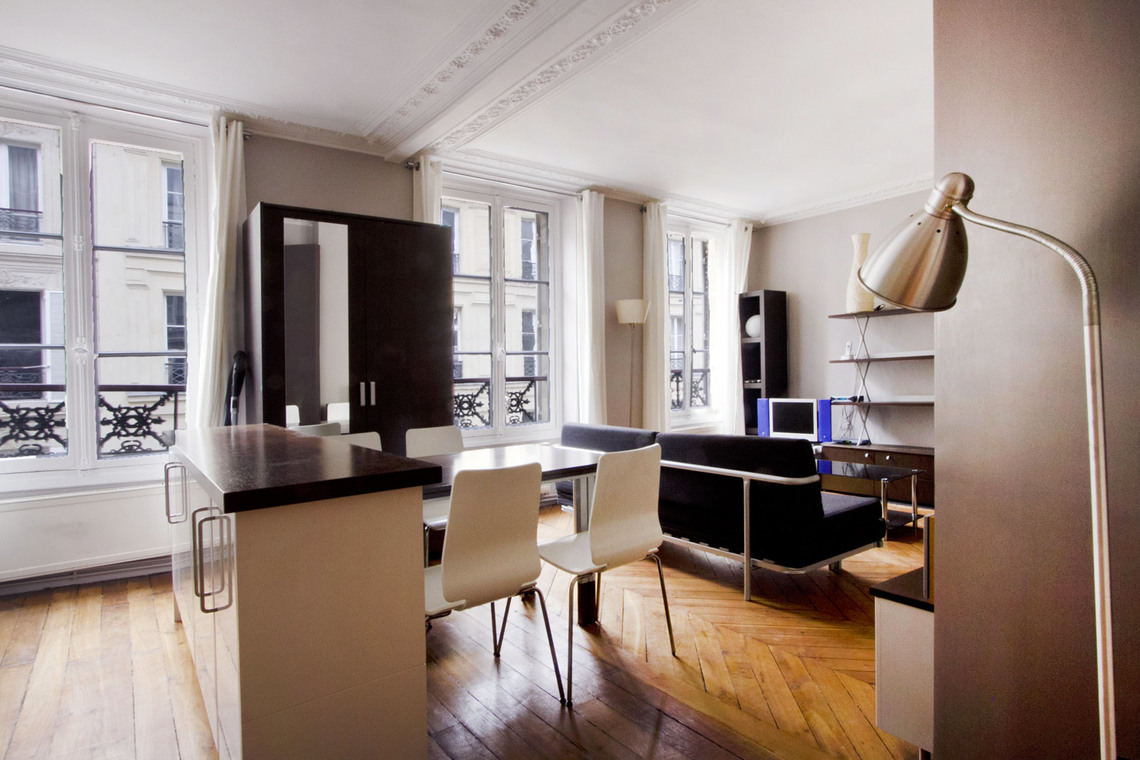 Apartment Paris Rue Mansart 3