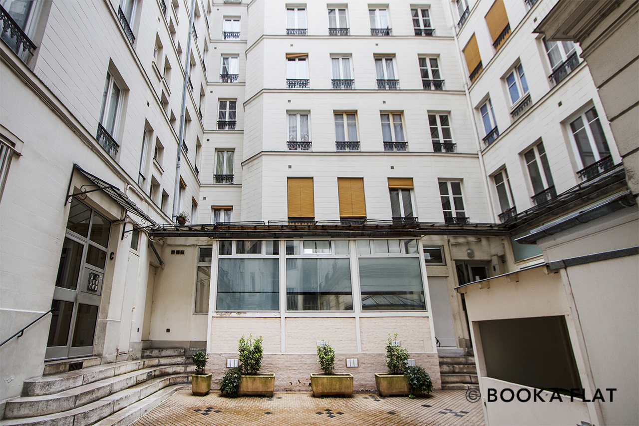 Apartment Paris Rue de Rochechouart 12