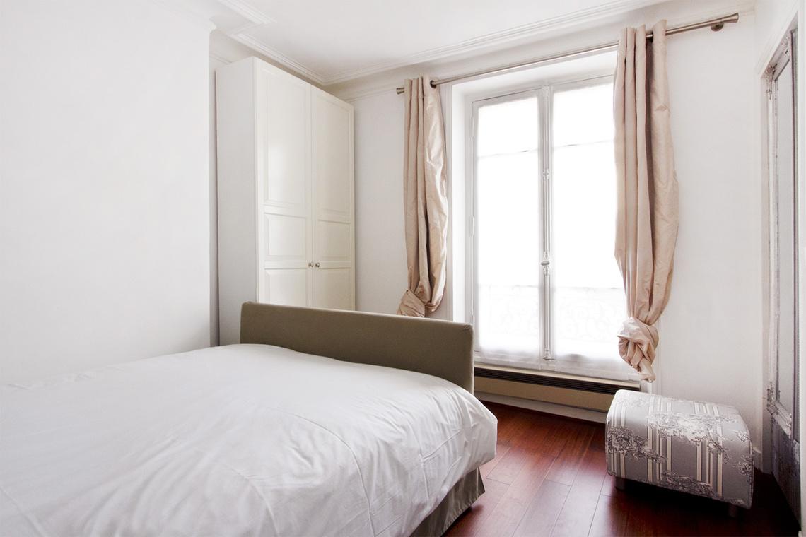 location appartement meubl boulevard de l 39 h pital paris ref 8540. Black Bedroom Furniture Sets. Home Design Ideas
