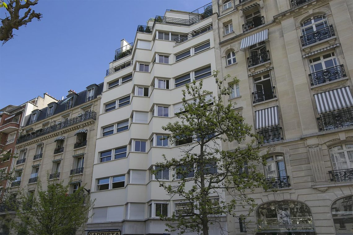 Apartment Paris Place Adolphe Cherioux 15