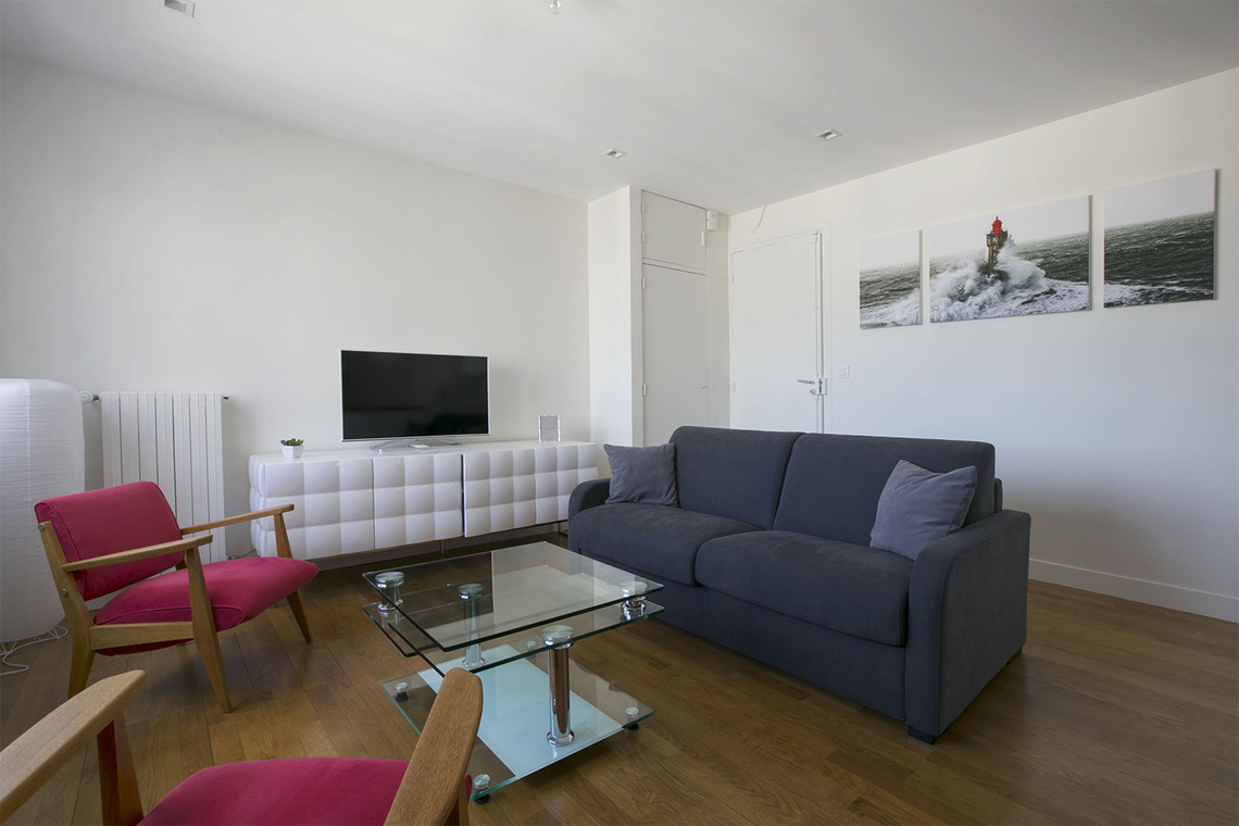 Paris Place Adolphe Cherioux Apartment for rent