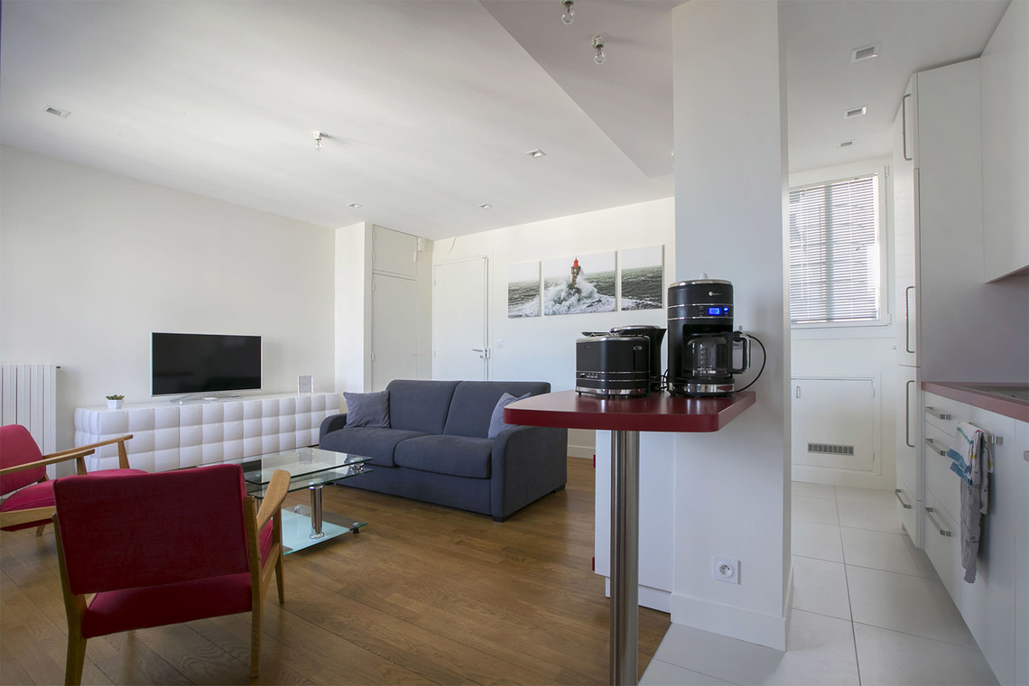 Apartment Paris Place Adolphe Cherioux 5