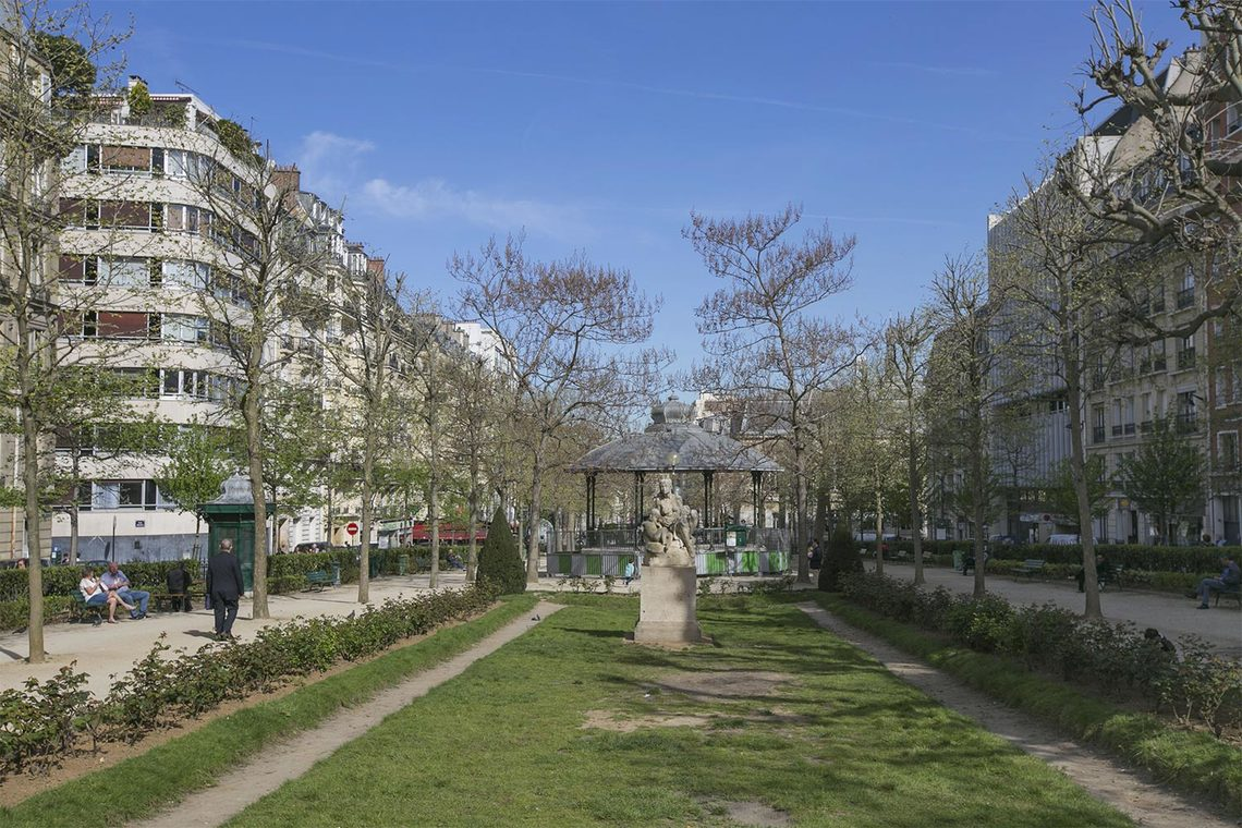 Apartment Paris Place Adolphe Cherioux 16